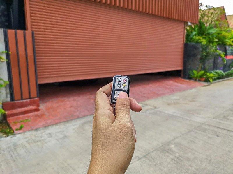 Simple Steps for Garage Door Repair in Los Angeles1